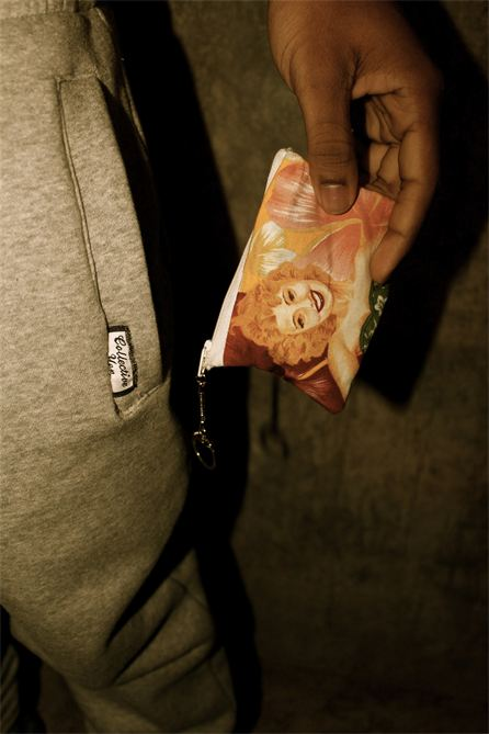 Mvnrow pouch collective yen